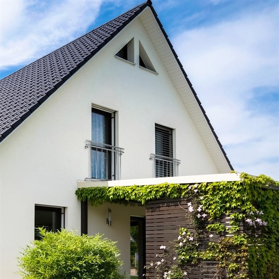 Französischer Balkon 90x128 cm, mit 9 Füllstäben, glänzend, aus Edelstahl